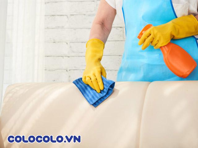 Làm sạch ghế sofa da