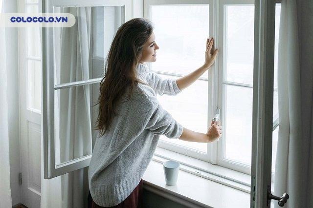 Mở cửa thường xuyên là sai lầm cơ bản khi dọn dẹp nhà cửa