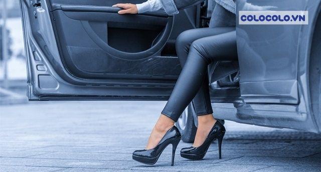 Phái nữ khi sử dụng ô tô thường muốn đi giày cao gót